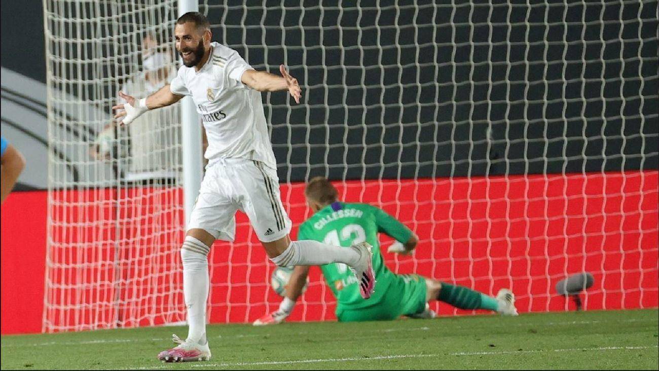 Benzema ante el Valencia