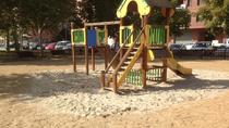 En los parques infantiles, solo una persona cada cuatro metros cuadrados