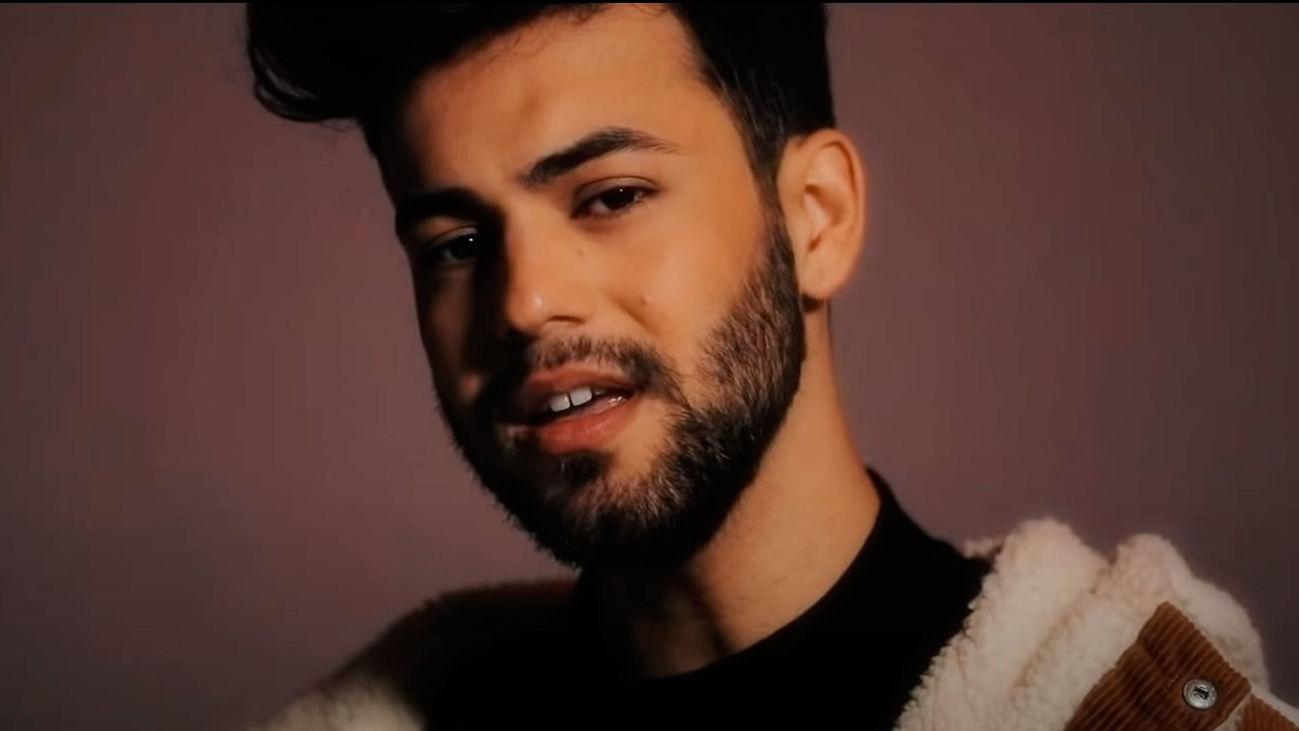 Imagen del videoclip del single 'Más', de Agoney