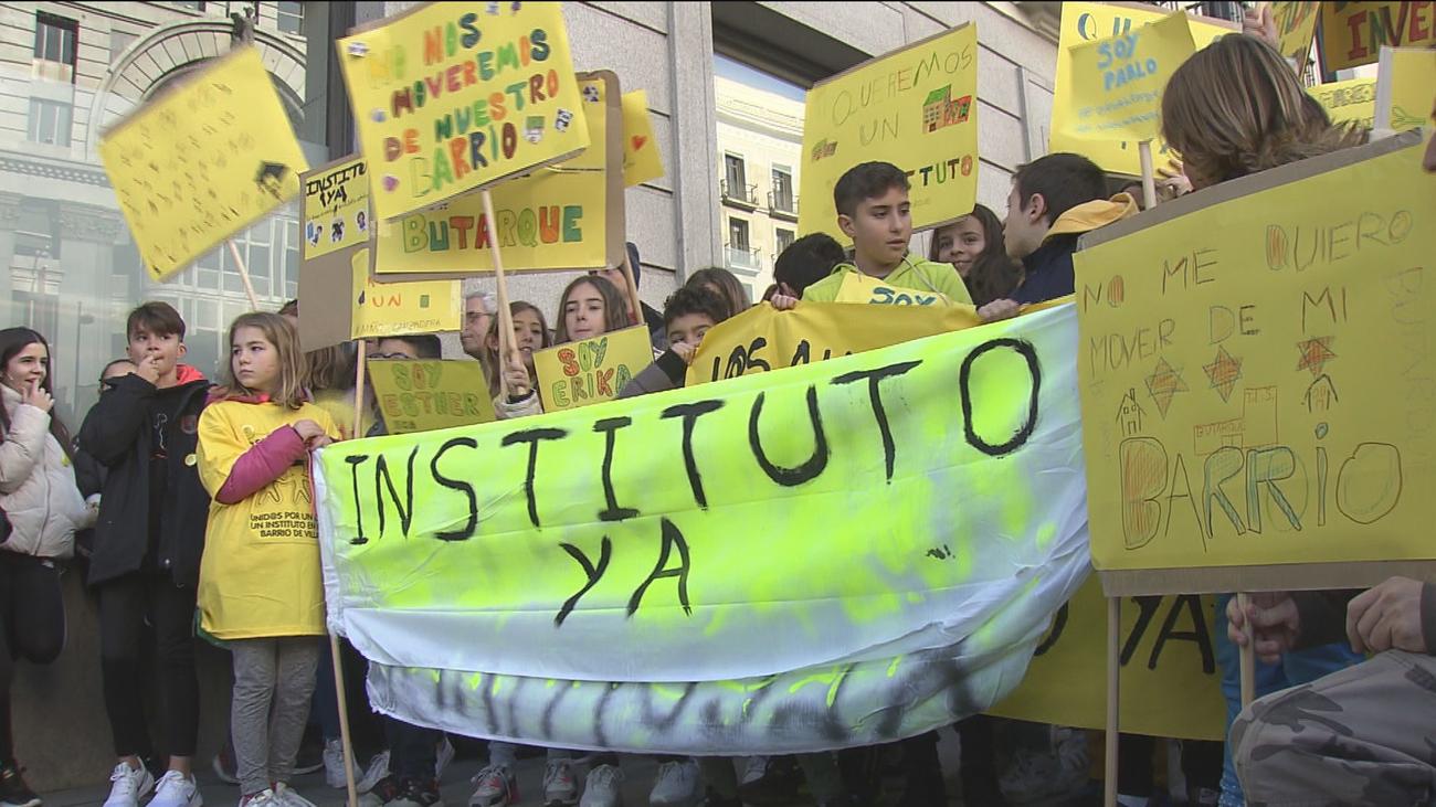 Chavales del barrio de Butarque (Villaverde) reclaman la construcción de un Instituto