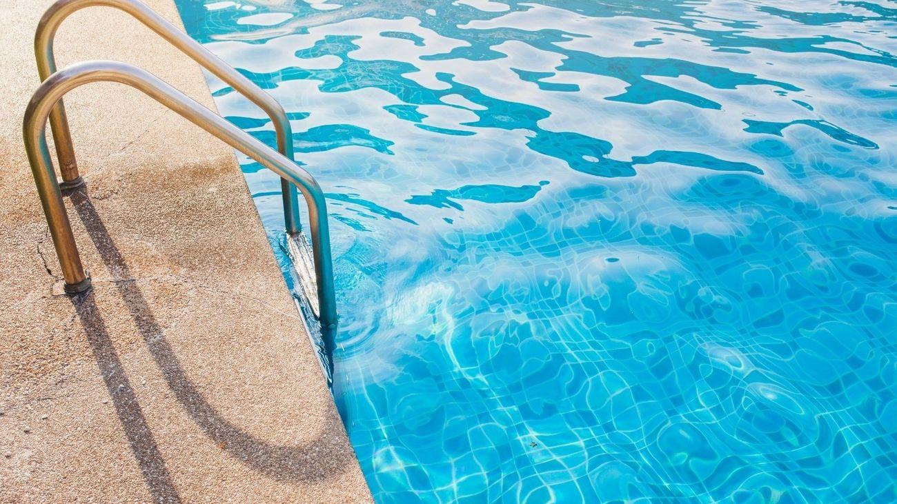 Muere un joven de 21 años de Algete tras tirarse de cabeza a una piscina