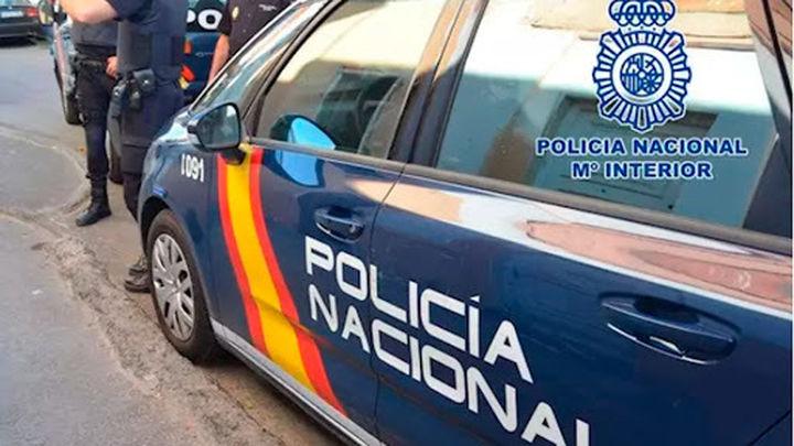 Detenidas dos personas por robar cuatro armas de fuego de un coche aparcado en Chamberí