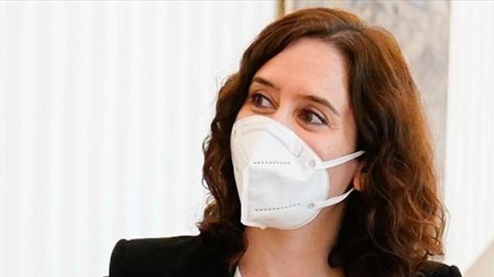 Ayuso asegura que se vacunará todos los días mientras Franco la acusa de privatizar la sanidad
