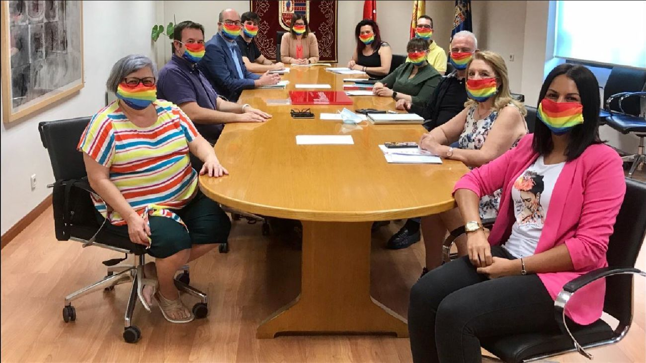 Reunión de la alcaldesa de Móstoles  con los colectivos LGTBI