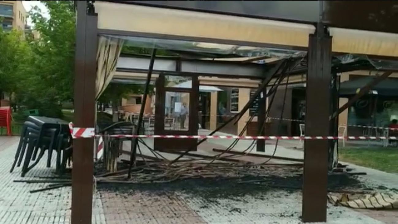Incendian la pérgola de un restaurante de Alcorcón