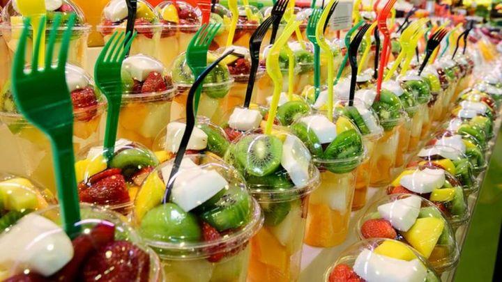 Los peligros de consumir fruta precortada