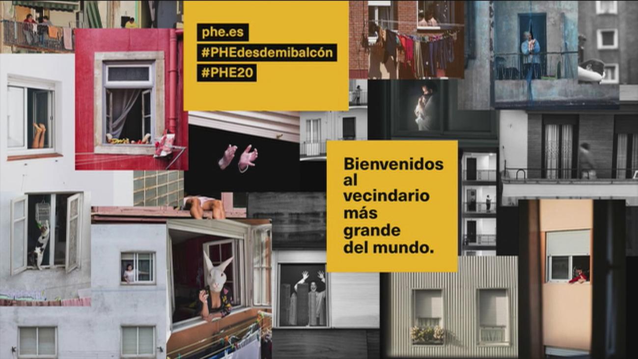 Las fotos de los madrileños durante el confinamiento se pueden ver en las verjas del Retiro