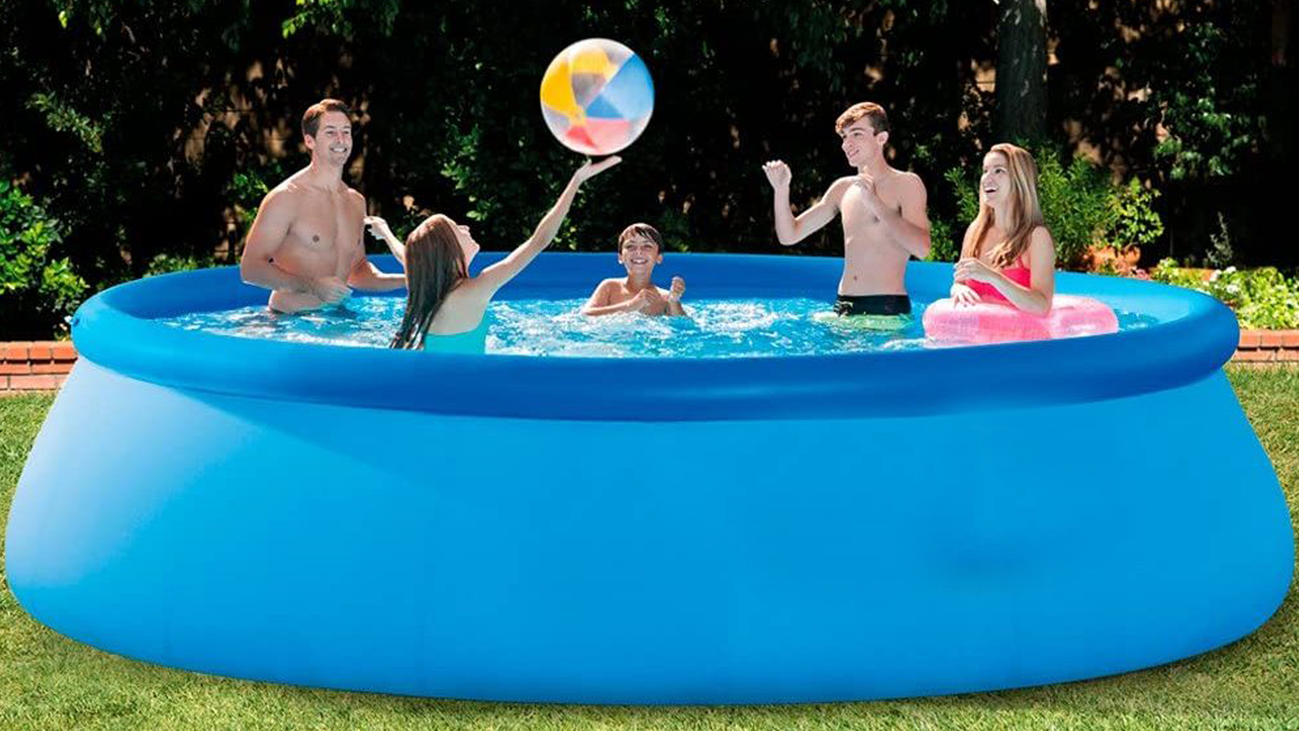 Las piscinas hinchables triunfan este verano, pero nos avisan de sus peligros