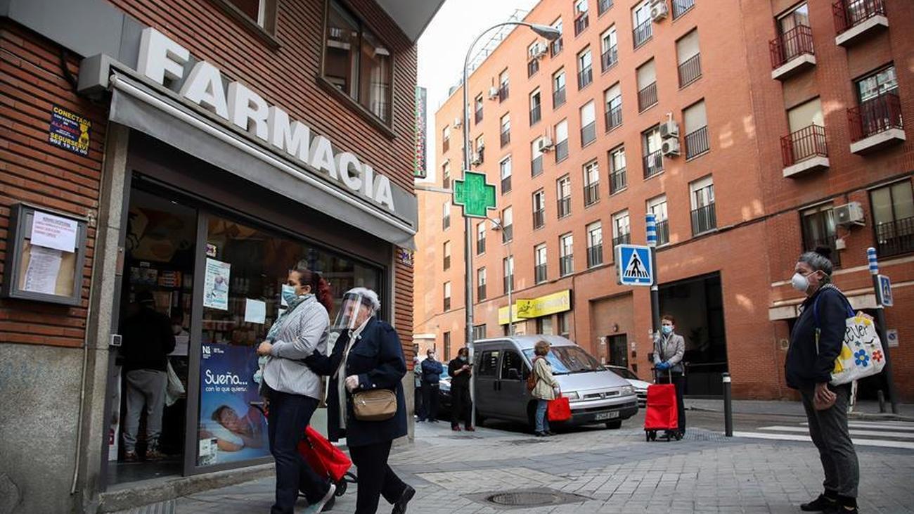 La Comunidad de Madrid comienza a hacer test serológicos a 12.500 farmaceúticos de la región