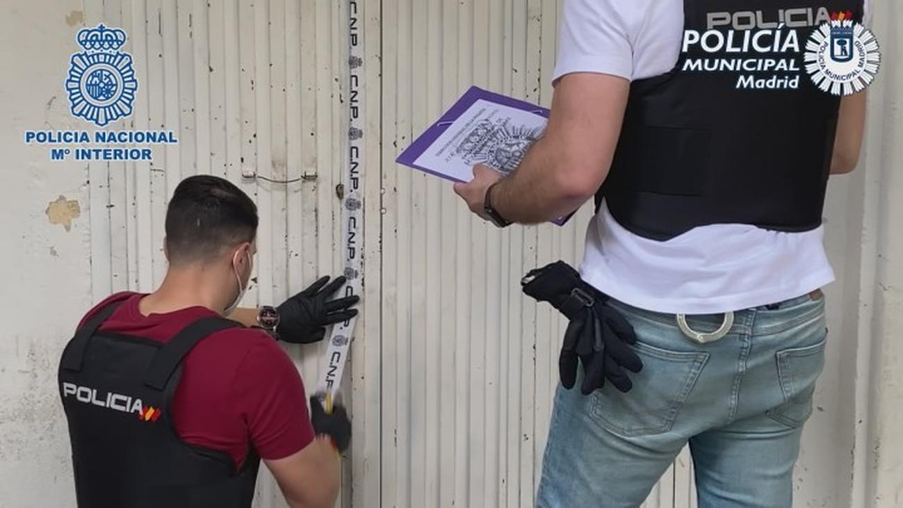 Liberados 61 inmigrantes que vivían hacinados en un sótano y en trasteros de Vallecas y Carabanchel