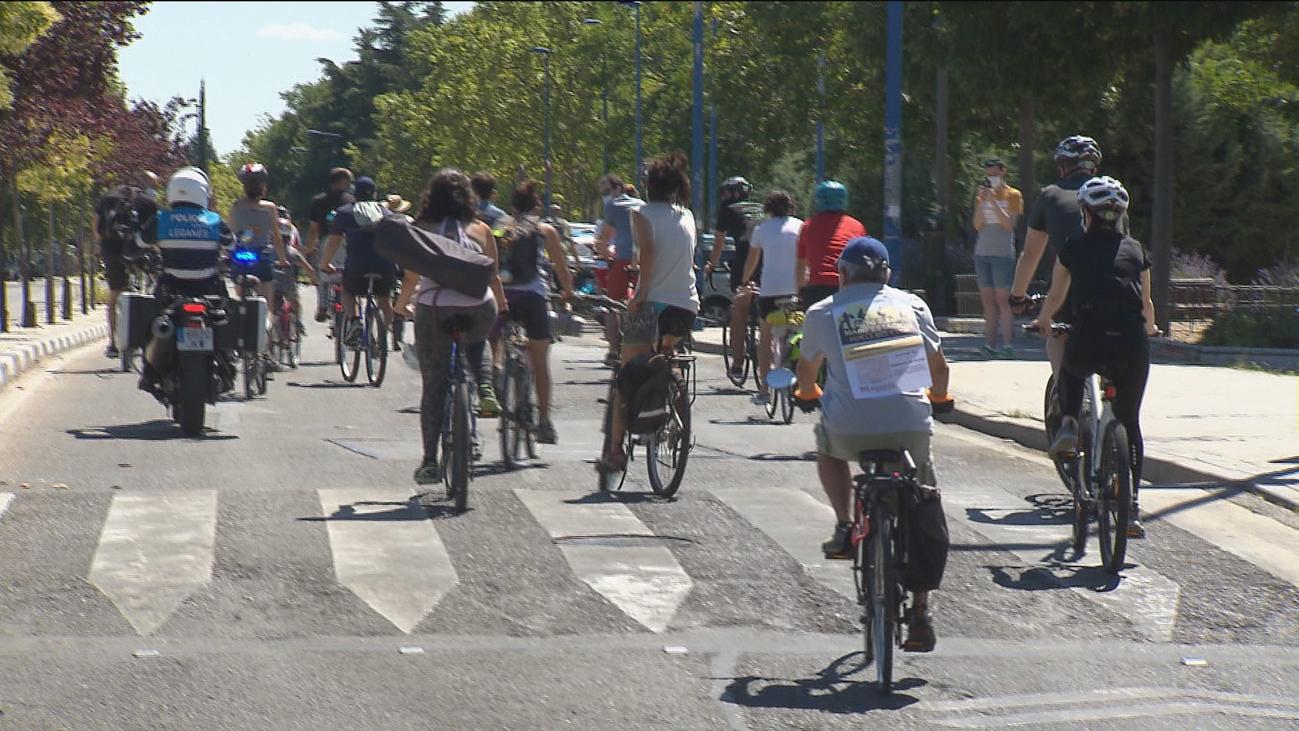 Una 'bicicletada' en Leganés reivindica la necesidad de dar más espacio a la bicicleta