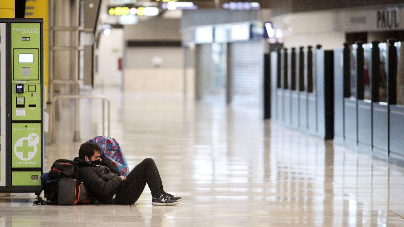 Así de solitario lucía el aeropuerto Adolfo Suárez Madrid Barajas durante el pico de la pandemia del covid-19 en España, entre finales de marzo y primeros de abril