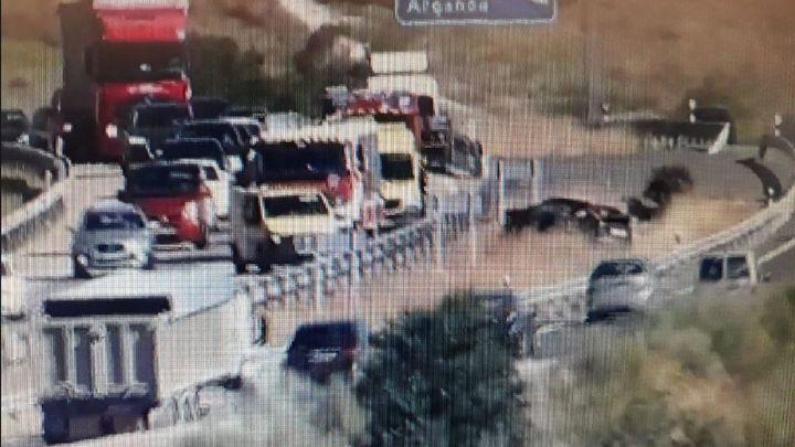 Un accidente en la A-3 provoca varios kilómetros de atascos en Arganda