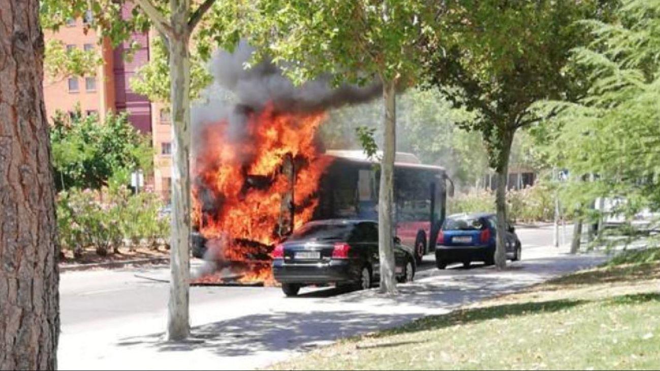Arde un autobús en Fuenlabrada