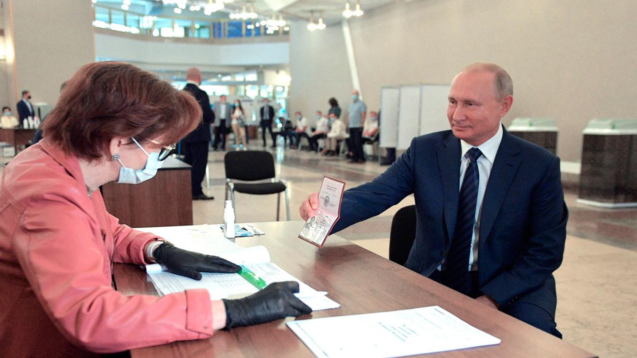 El referéndum en Rusia se salda con el 77,9% de apoyo a las reformas para mantener a Putin hasta 2036