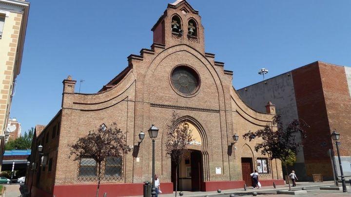 """Detenido tras irrumpir en una iglesia del Puente de Vallecas al grito de """"pederastas"""" y """"asesinos"""""""
