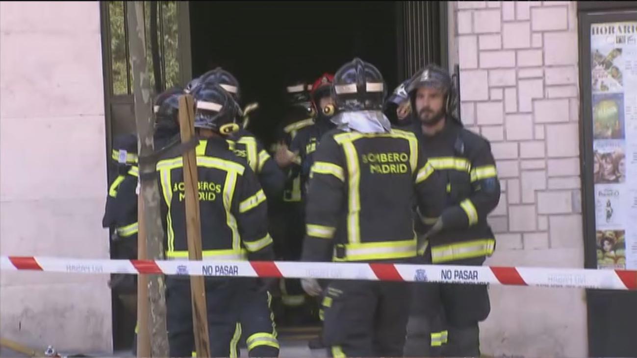 Desalojado un edificio en Embajadores por un incendio y al haber una gran cantidad de humo