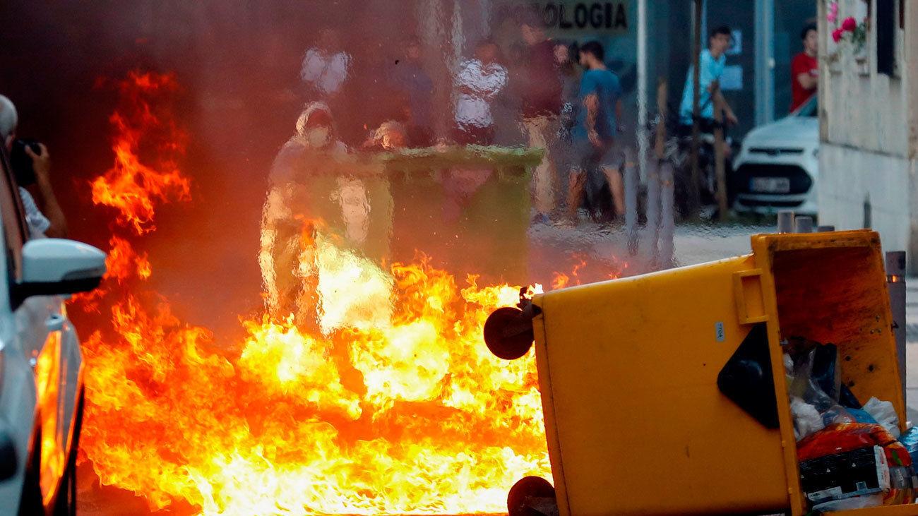 Quema de contenedores por radicales en San sebastián