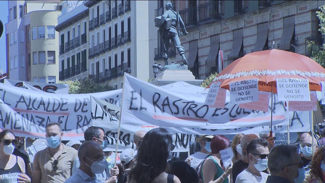 Los comerciantes del Rastro protestan contra el plan de Almeida para su reapertura