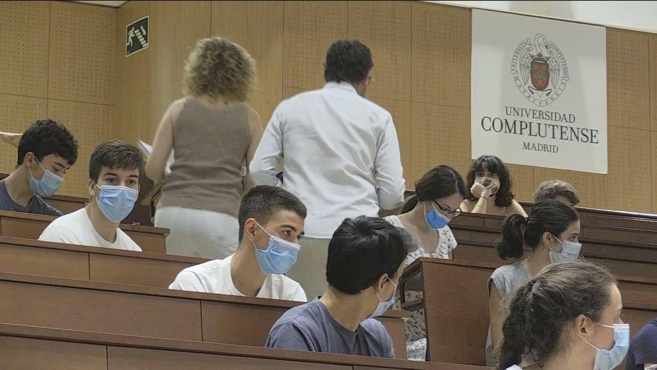 Las universidades madrileñas siguen adelante con los exámenes presenciales pese a las protestas