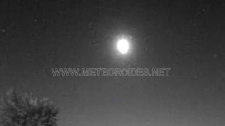 Una roca procedente de un asteroide impacta contra la atmósfera y genera una bola de fuego sobre Madrid