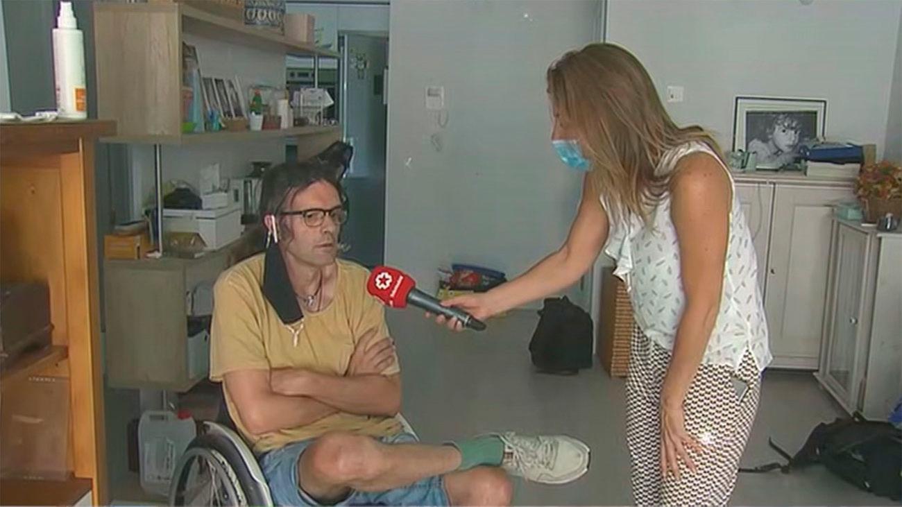Juan está atrapado en su nueva casa de Parla, en silla de ruedas y sin ascensor