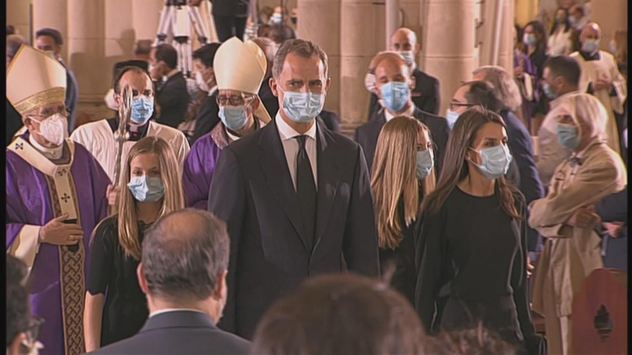 Los Reyes y sus hijas, partidos y familiares, en la solemne y emotiva misa funeral por  las víctimas del coronavirus