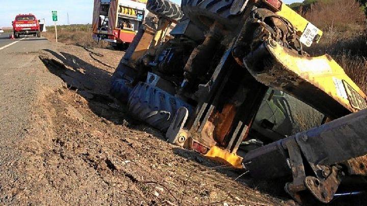 Herido grave al caerle encima la excavadora que conducía en Paracuellos del Jarama