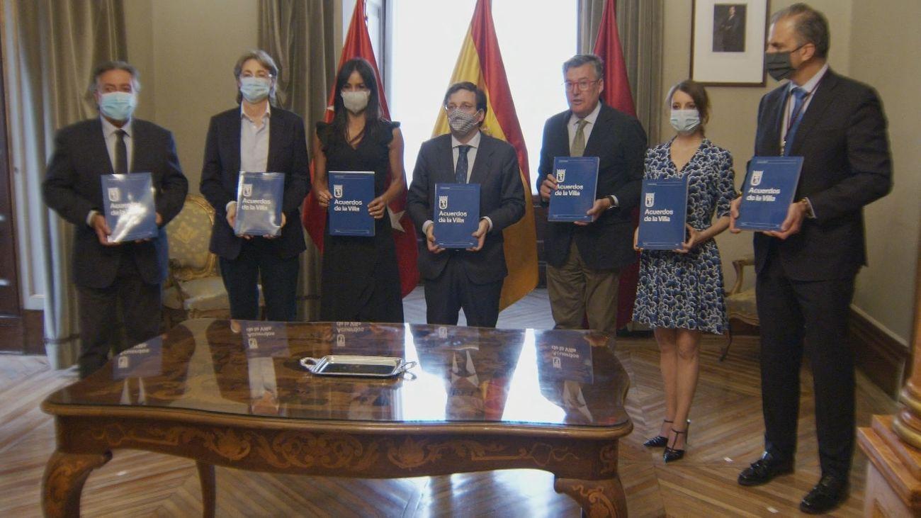Firma del acuerdo  del Ayuntamiento de Madrid