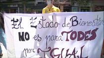 Vecinos de Villa de Vallecas se concentran para pedir más ayudas contra la pobreza