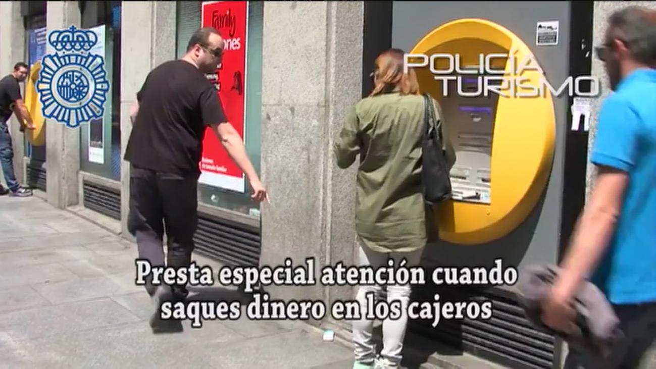 La Policía avisa de un tipo de robo cuando sacas dinero en los cajeros