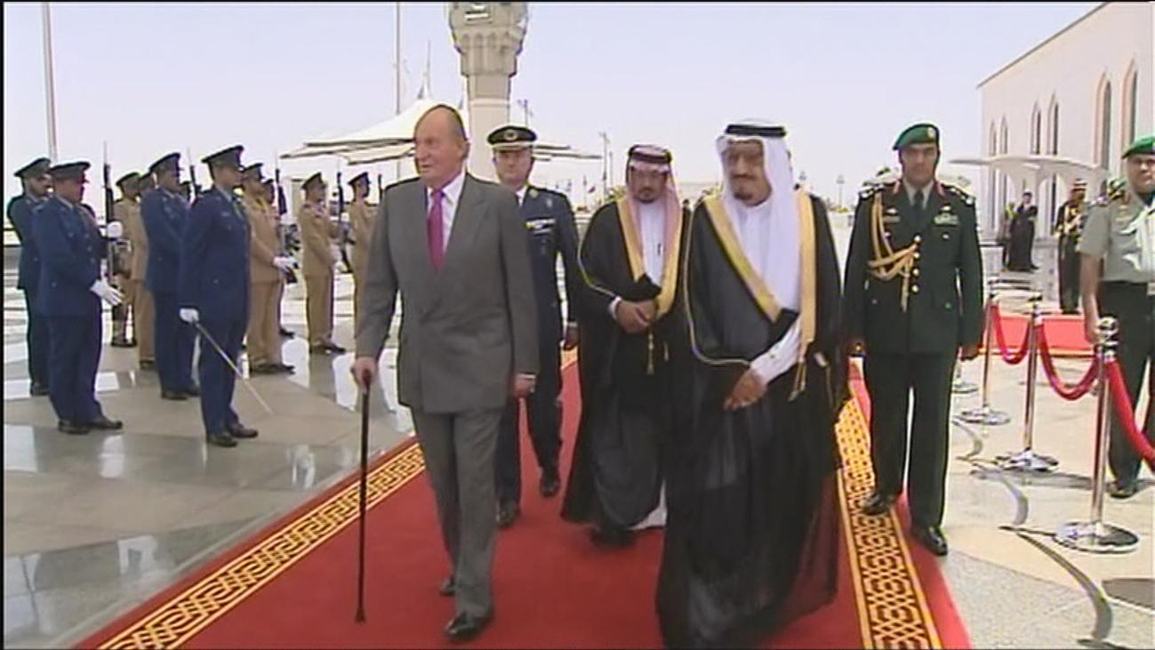Técnicos de Hacienda calculan lo que debería el rey Juan Carlos por la supuesta donación del rey saudí
