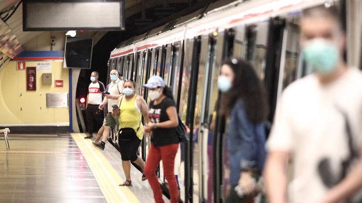Transportes pide prohibir comer en Metro y autobuses para evitar contagios