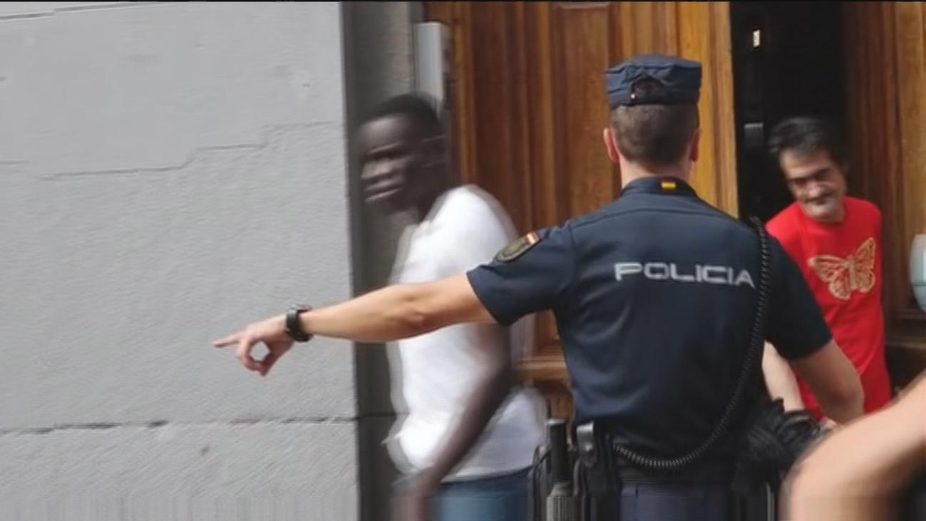 """Alivio entre los vecinos tras el desalojo de un narcopiso en la calle Atocha: """"Hemos vivido un infierno"""""""