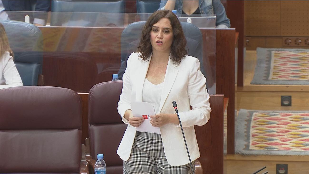Ayuso pide que la EVAU sea igual en toda España y se abre a reducir consejerías en su Gobierno