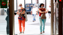 Se duplican los casos de coronavirus en España y se generaliza el uso de mascarilla frente al rebrote