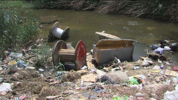La Policía actúa en Móstoles para evitar los vertidos en el  río Guadarrama