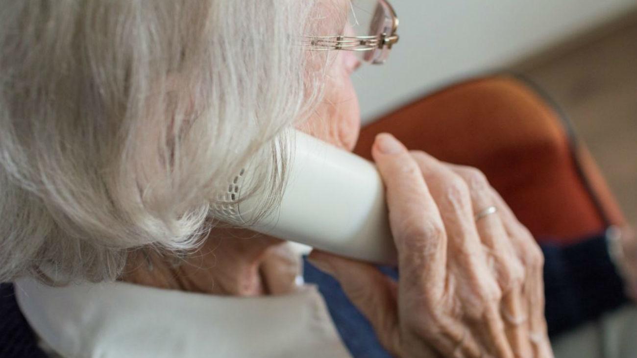 Mujer mayor en una residencia
