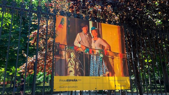 PhotoEspaña muestra en El Retiro 50 imágenes que reflejan cómo vivieron el confinamiento los madrileños