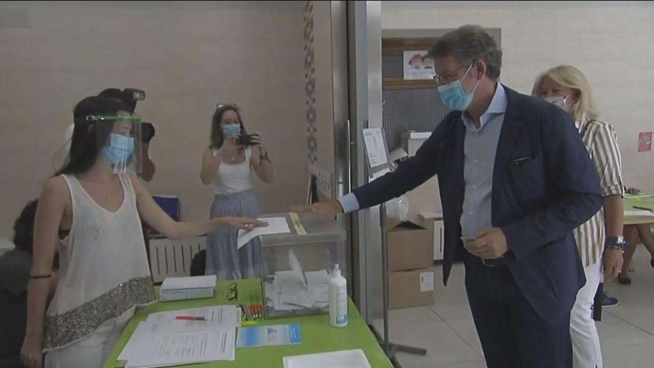 Núñez Feijoo vota en Galicia