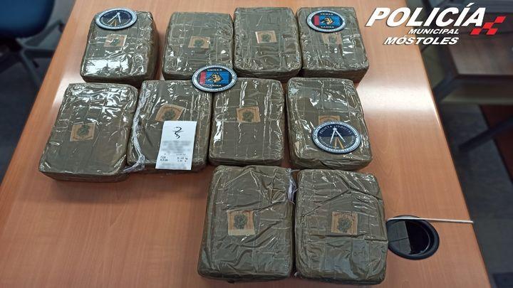 Policías locales de Móstoles descubren 10,5 kilos de hachís en un maletero