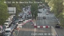 Primer día laborable con el puente de Joaquín Costa cerrado, primer día de atascos