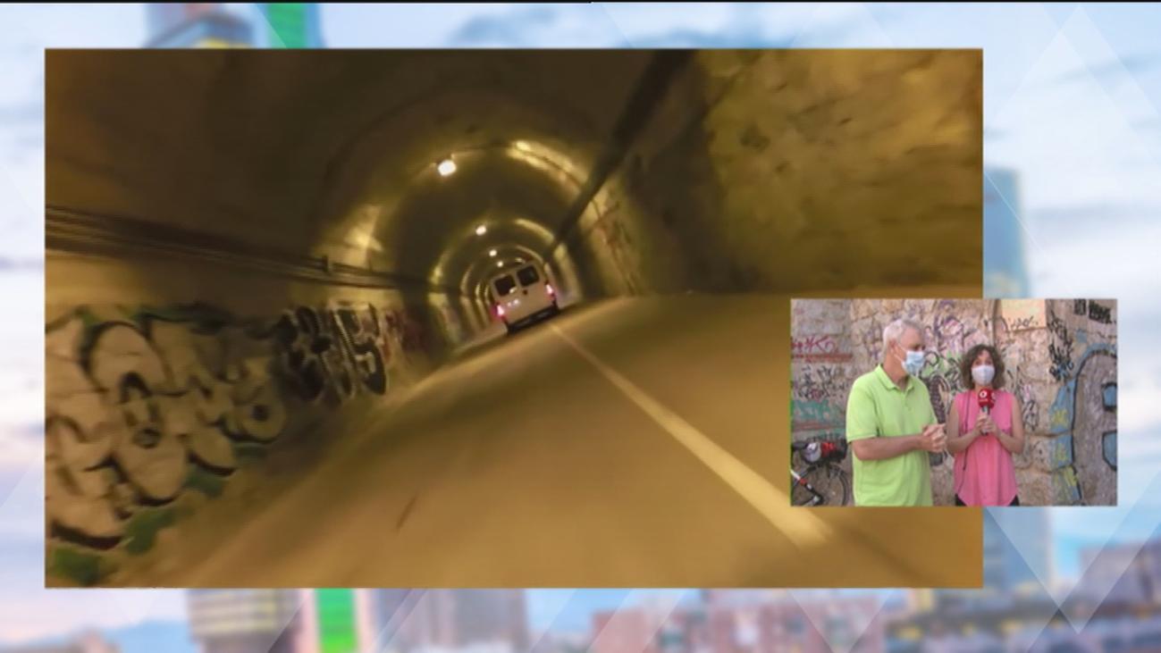 Un 'tunel del terror' en Las Tablas: Los coches invaden el ciclocarril poniendo en peligro a peatones y ciclistas