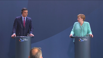 """Angela Merkel muestra un mayor acercamiento y Sánchez pide """"superar los vetos"""""""