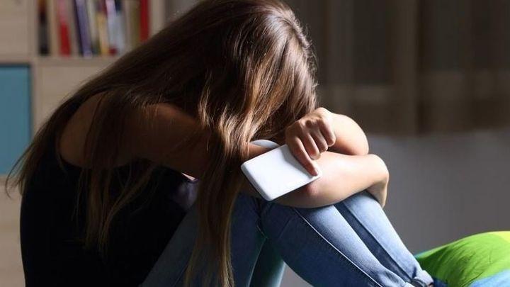 Detenido un joven en San Blas por robar fotos eróticas de las amigas de su novia