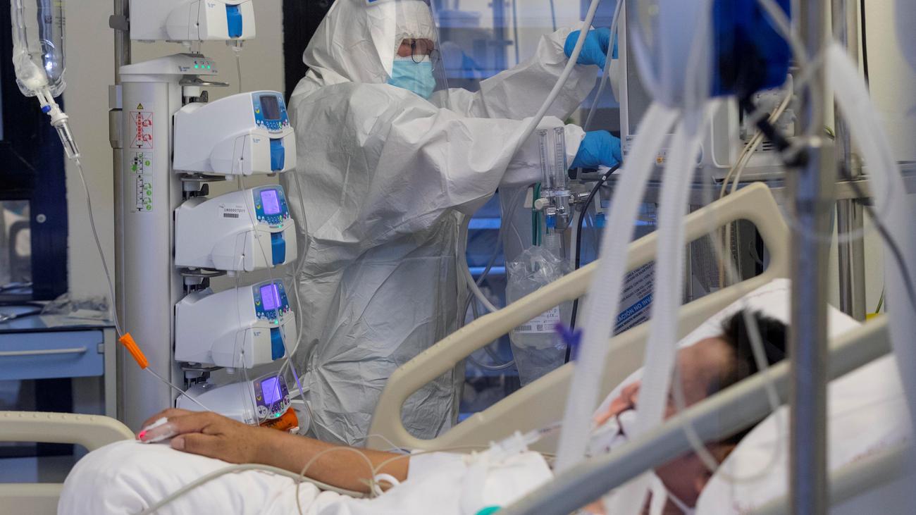 """Amnistía Internacional denuncia """"una década perdida"""" en inversión en  sanidad pública"""