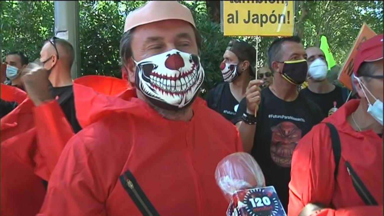 Unos 1.500 trabajadores de Nissan protestan en Madrid por cierre de fábricas