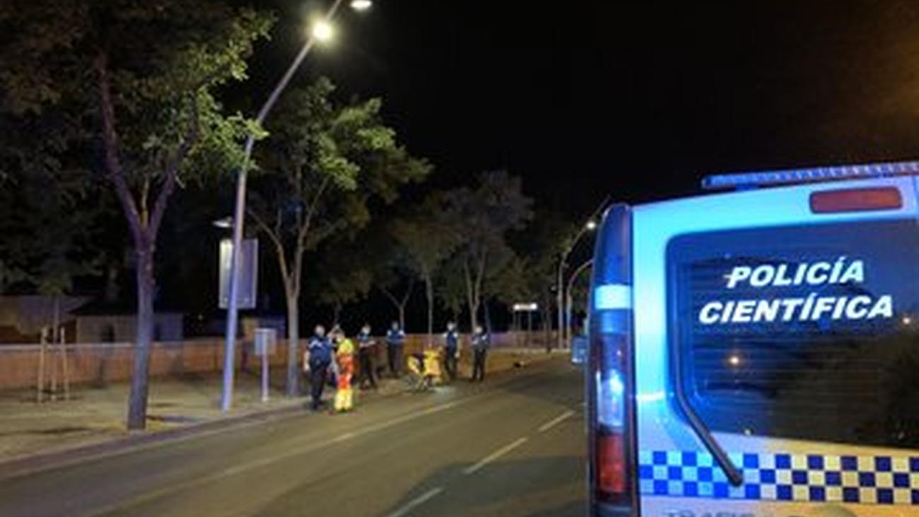 Fallece un motorista de 25 años tras chocar con un semáforo  en el paseo de Virgen del Puerto