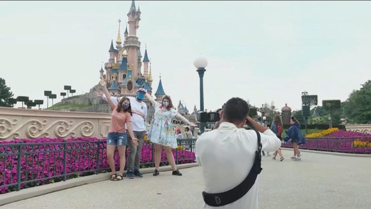 Disney vuelve a abrir sus puertas en París y Orlando y cierra en China