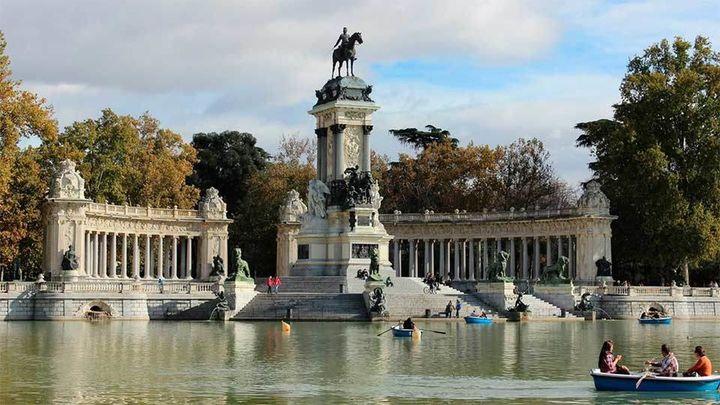 Zonas balizadas por el calor en el Retiro y en otros ocho grandes parques de Madrid